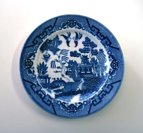 ข��งสะสมจากบ้าน��าจารย์กมล; Blue Willow Plate, Made in Japan